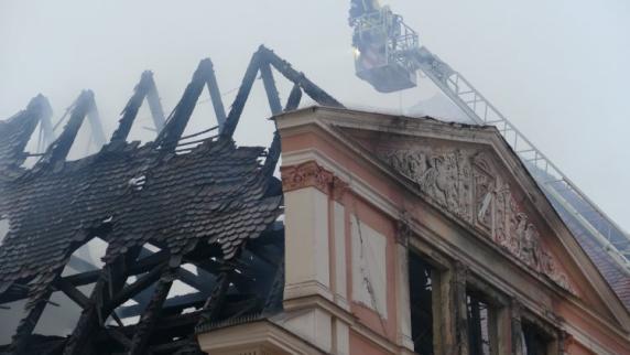 Dillingen: Rathaus in Dillingen brennt aus: Oberbürgermeister kämpft mit Tränen