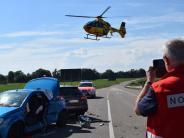 Dillingen: Frau wird bei Unfall im Auto eingeklemmt