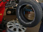 Wittislingen: Reifen eines Anhängers zerstochen