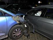 Dillingen: Autofahrer wird bewusstlos und rammt drei Wagen