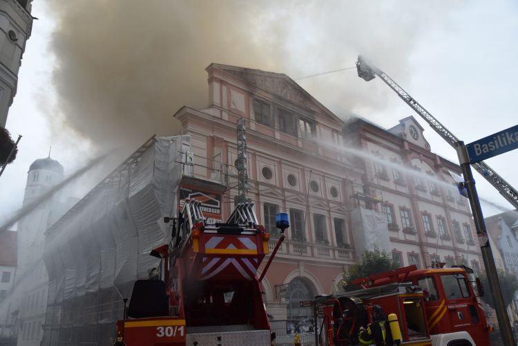 Dillinger Rathaus Brennt