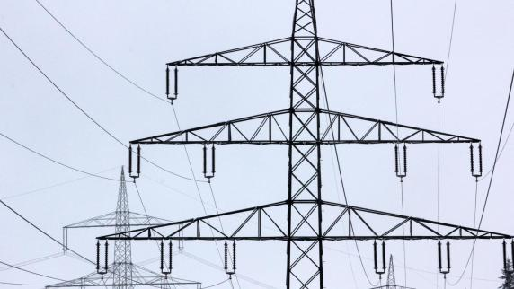 Stromtrasse: Was der Netzbetreiber Amprion zur Demo in Oettingen sagt - Augsburger Allgemeine