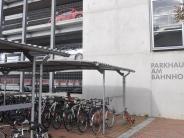 Donauwörth: Unbekannter zerlegt Roller im Parkhaus an Bahnhof