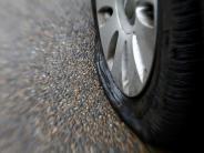 Nordendorf/Ellgau: Unbekannter zersticht massenweise Reifen