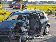 Einsatz: Auto gegen Laster: 20-Jährige schwer verletzt