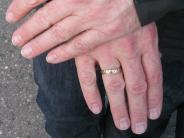 Auhausen: Ehering einer Rentnerin gestohlen