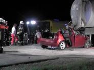 Mertingen/ Buttenwiesen: Autofahrerin prallt in Güllefass