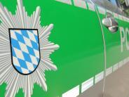 Bäumenheim: Mann geht nach Unfall zur Arbeit, Fahrzeug bleibt im Graben