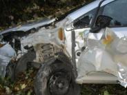 Daiting-Natterholz: 18-Jähriger streift mit Auto einen Lastwagen