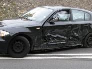 Kaisheim: Auto gerät auf B2 in Gegenverkehr: drei Verletzte