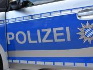 Monheim: Pkw kracht auf Laster, doch Fahrer merkt nichts