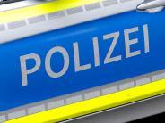 Kissing: Schwerer Unfall: Autofahrer stirbt bei Kollision mit parkendem Sattelzug
