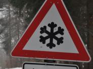 Landkreis Augsburg: Glatteis-Unfälle: Ein Frontal-Crash, drei Autos im Graben, fünf Verletzte