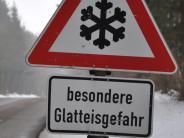 Mertingen/Genderkingen: Glätte: Zwei Autos krachen gegen die Leitplanke