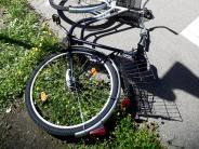 Bäumenheim: Radlerin rutscht aus und verletzt sich bei Sturz