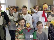 Donauwörth: Gymnasiasten erfreuen mit Stabpuppen-Theater
