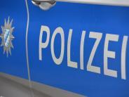 Wemding: Auto gegen Lastwagen: Zwei Leichtverletzte