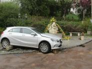 Riedlingen: Rentner kracht mit seinem Auto gegen Brunnen