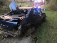 Unfall: Zu schnell unterwegs: 23-Jähriger überschlägt sich mit Auto