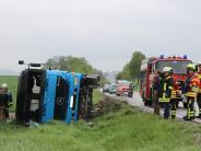 Harburg-Heroldingen: Unfallflucht: Lkw muss Auto ausweichen und kippt um