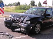 Donauwörth-Auchsesheim: Autos stoßen zusammen: Vier Personen verletzt