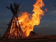 Brauchtum: Spektakuläres Johannisfeuer auf der Wemdinger Platte