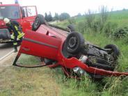 Fünfstetten: 58-Jähriger überschlägt sich mit Auto