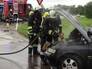 Genderkingen: Auto fängt Feuer: B16 vorübergehend gesperrt