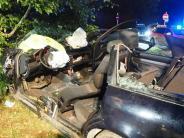 Mertingen: Auto gegen Baum: Zwei Personen schwer verletzt
