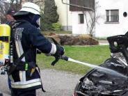 Harburg: Flammen schlagen aus dem Motorraum