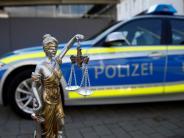 Justiz: Jugendlicher dreht mit dem Auto Runden auf dem Sportplatz