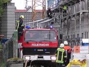 Niederschönenfeld-Feldheim: Junger Mann stürzt auf Baustelle von Dach