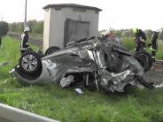 Donau-Ries: Auto kracht gegen Lok: Fahrerin schwer verletzt