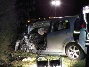 Kreis Donau-Ries: Auto kracht gegen Laster: Frau stirbt auf B16 bei Bäumenheim