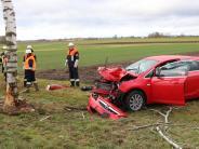 Wemding/Wechingen-Fessenheim: Unfall: Auto kracht gegen zwei Bäume