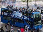 Eishockey: Meister München startet zweimal auswärts