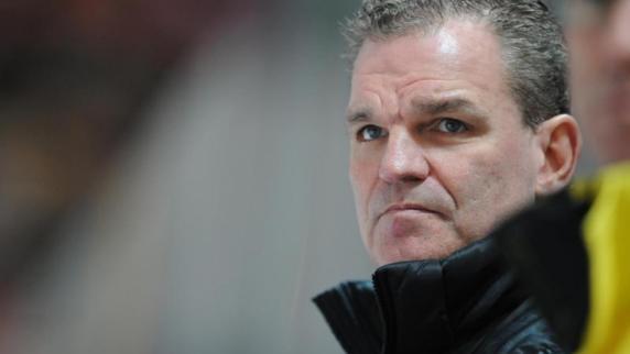 Adler-Trainer Simpson entschuldigt sich für Ausrutscher