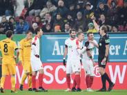 FC Augsburg: Augsburger hadern nach Remis mit dem Schiedsrichter