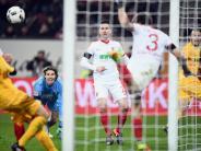 FC Augsburg: Stafylidis mit der Aktion des Spiels