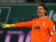 FC Augsburg: Nach Zusammenstoß: Marwin Hitz trainiert abseits der Mannschaft