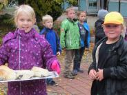 Schule: Erntedank mit Brot und Suppe