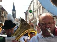 Zu Besuch in Frankreich: Lustig wird's mit dem Laridah-Marsch