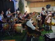 Band in Baindlkirch: Höglbuam spielen zum Geburtstagskonzert auf