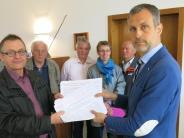 Protest: Viele Derchinger unterschreiben gegen Chemiefabrik