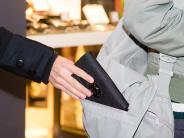 Polizeireport aus Friedberg: Seniorin im Krankenhaus bestohlen