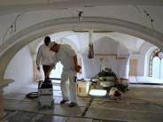 Merching: Statt Bänken stehen Gerüste in der Kirche