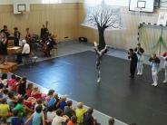 Grundschule: Philharmoniker und Baletttänzer zu Besuch in Ried