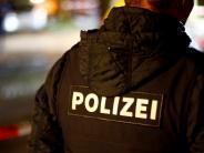 Berlin: Video: Frau in Berliner U-Bahnhof Treppe hinuntergetreten