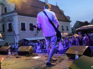 Friedberger See: Südufer-Festival 2017 in Friedberg: Eine Bühne steht im Wasser