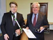 : Ronald Herkert erhält Justizmedaille